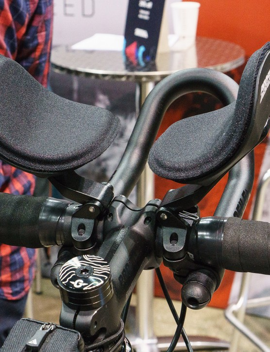 Aero bar and arm rests attached to drop bars