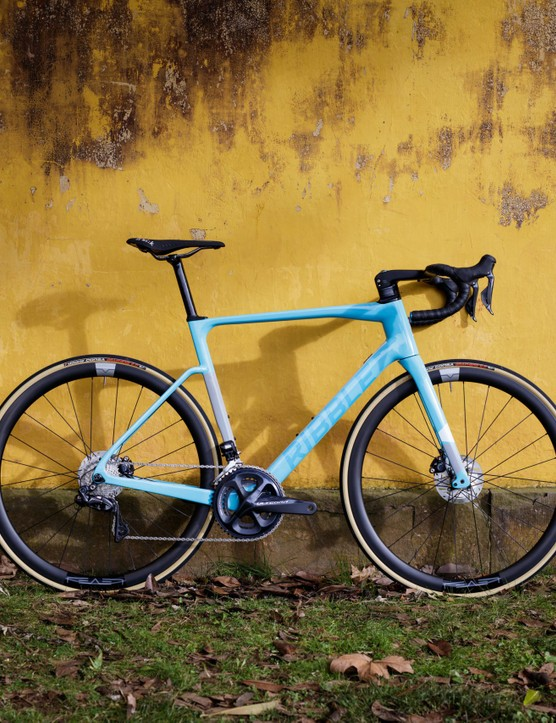 BikeRadar's Bike of the Week. Ribble Endurance SL Disc on yellow background.
