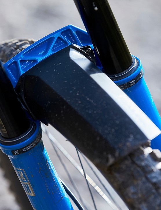 SID Ultimate mountain bike fork comes with a fender