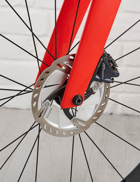 Shimano Ultegra hydraulic disc and rotor on the front wheel of the Trek Madone SL6 Disc