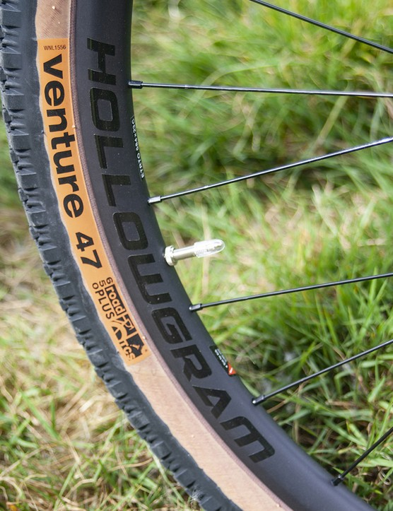 Carbon Hollowgram 23 wheelset with Venture tyres