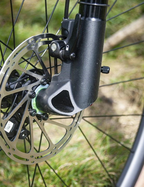 The Lefty Oliver fork has a quick release break system and 30mm travel