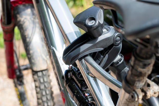 Thule VeloSpace XT3 bike frame clamping jaws