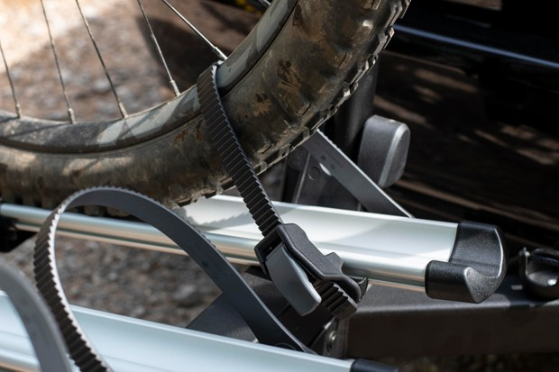 Thule VeloSpace XT3 bike rack ratchet straps