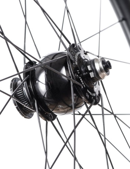 Hunt 30 Carbon Dynamo Disc wheels