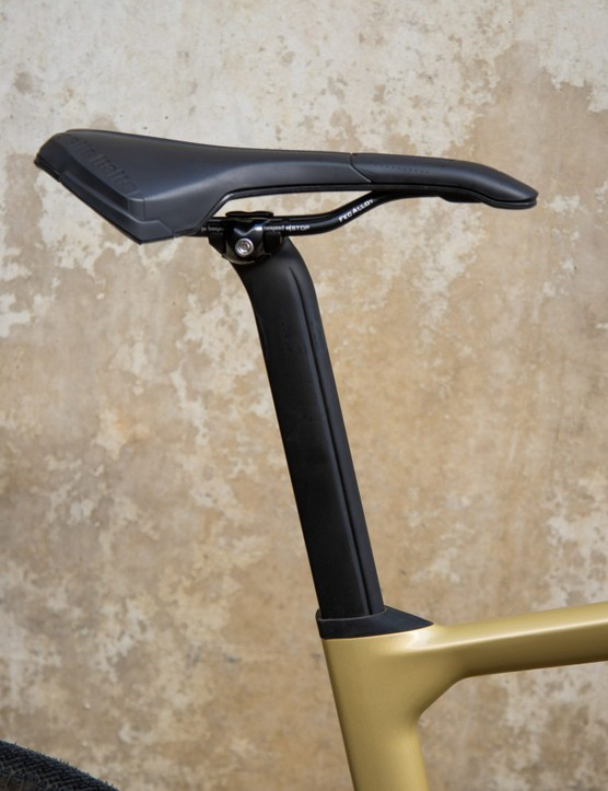 Seatpost with vertical channel for aero