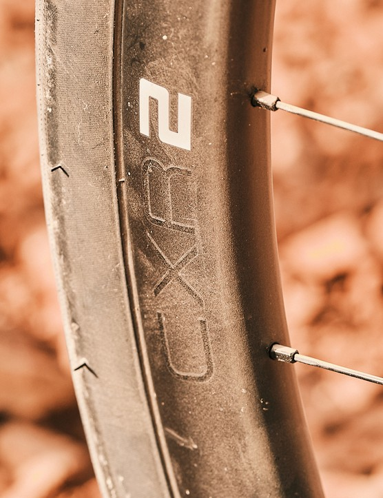 Giant CXR-2 Carbon Disc Wheel system with Maxxis Velocita tyres