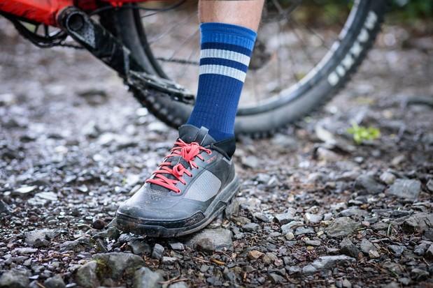 Chaussures de vélo de montagne Shimano GR7 et chaussettes Madison