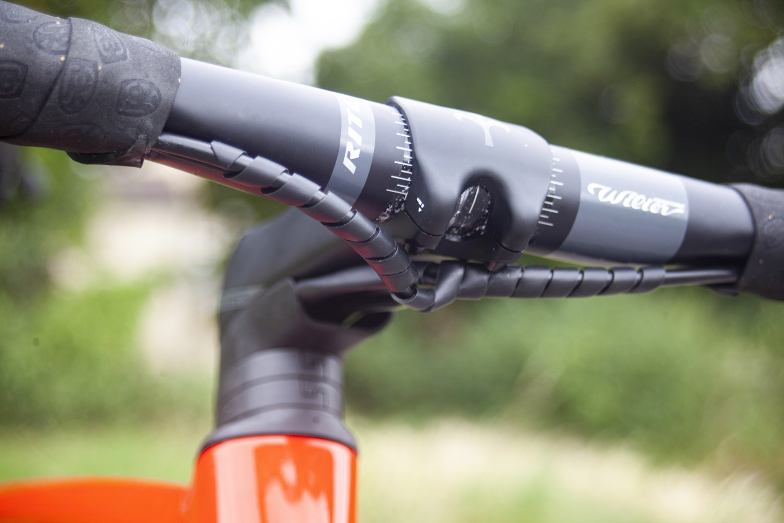 Wilier Cento10 SL Ultegra Di2 stem and handlebar, cable routing
