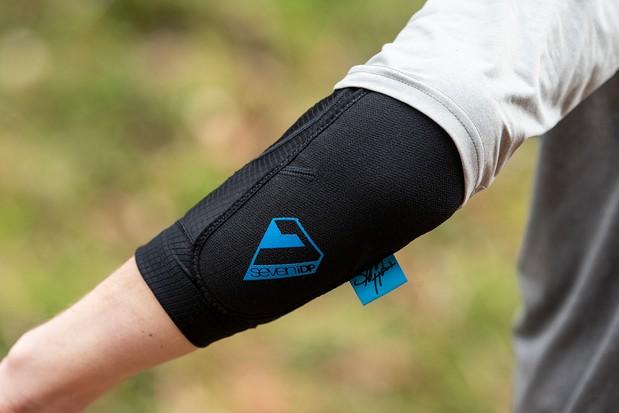 7iDP Sam Hill Lite elbow pads for mountain biking