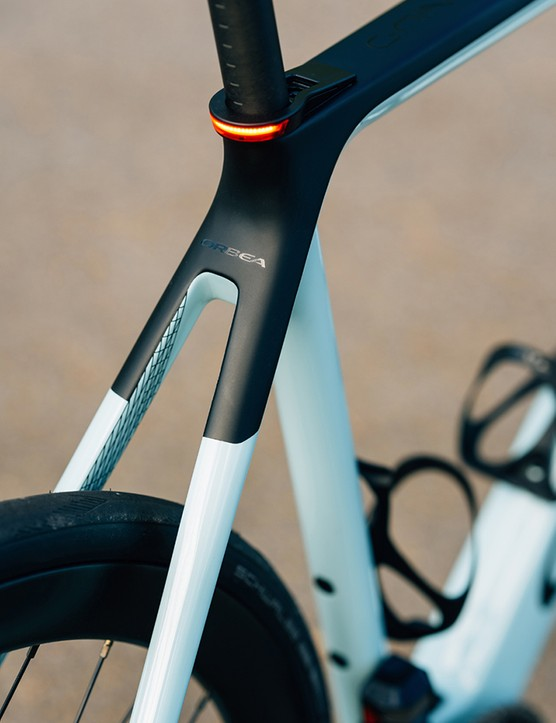 Seatstays on the Orbea Gain Carbon, the seat clamp features a daytime running light