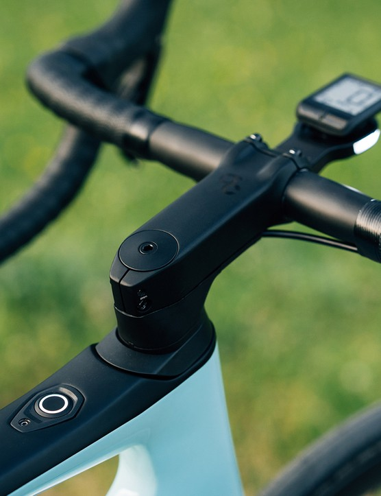 The out front mount on the Orbea Gain Carbon features an integrated daytime running light