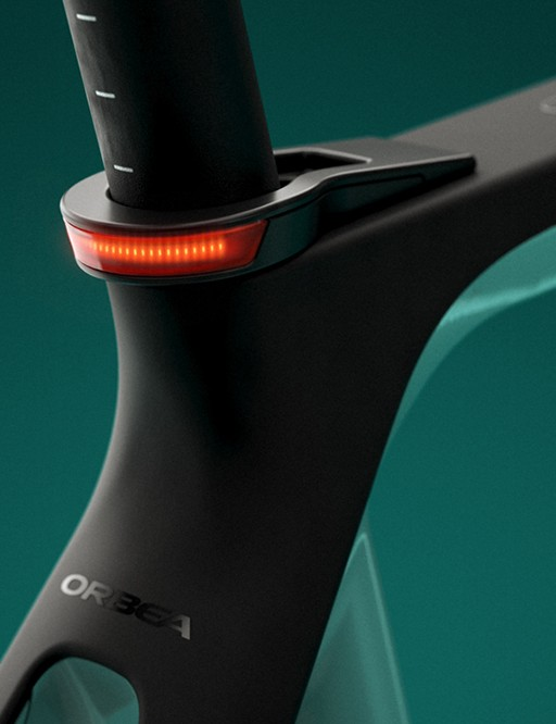 An integrated daytime running light in the seat clamp of the Orbea Gain Carbon