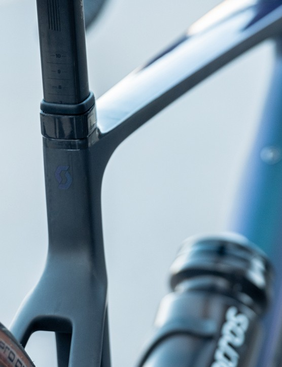 The Scott Addict eRide has a D-Shaped seatpost which helps improves aerodynamics