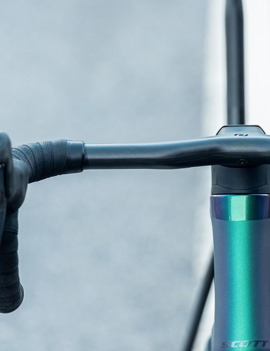 Crestion IC SL bar/stem on the Scott Addict eRide is aerodynamically shaped