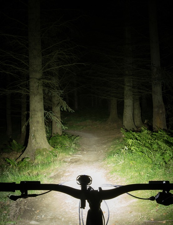 Moon X-Power 1800 mountain bike front light beam shot