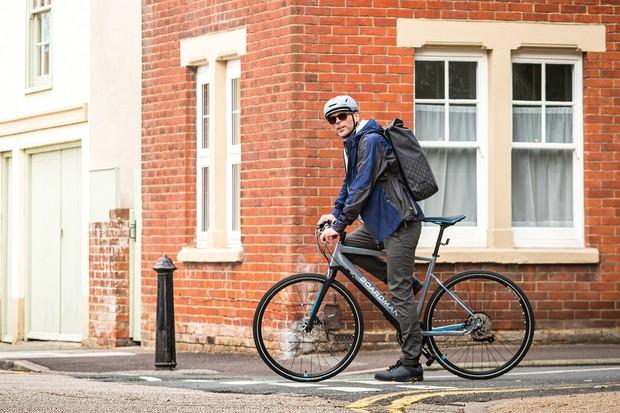 Cyclist riding the Boardman HYB 8.9e ebike through the streets of Bristol