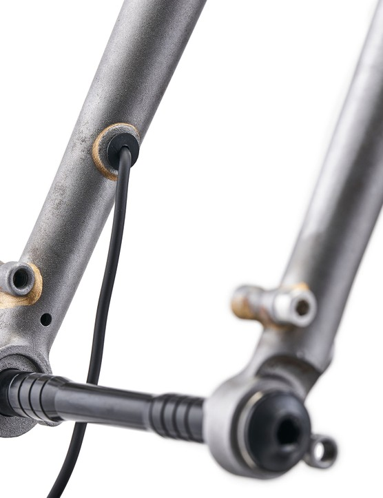 Dynamo cable emerging from fork leg
