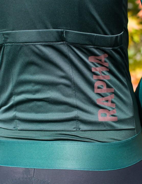 3 rear pockets