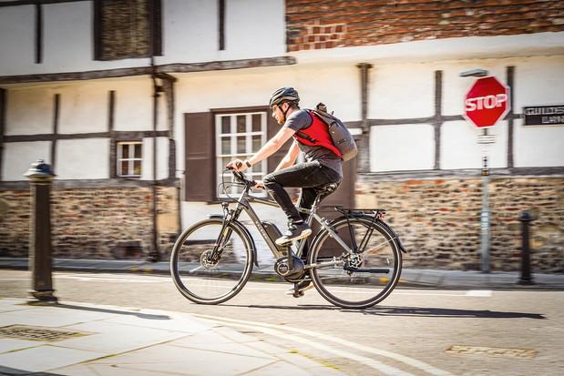 Cyclist riding the Raleigh Motus Tour eBike