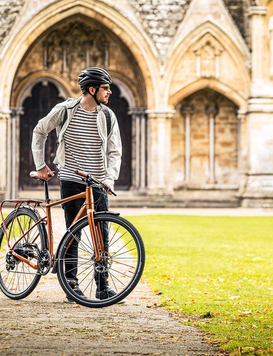 This bike comes with all the extras and an easy to use system making it a wise commuting choice