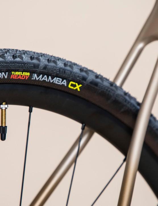 Tubeless gravel tyres on back wheel