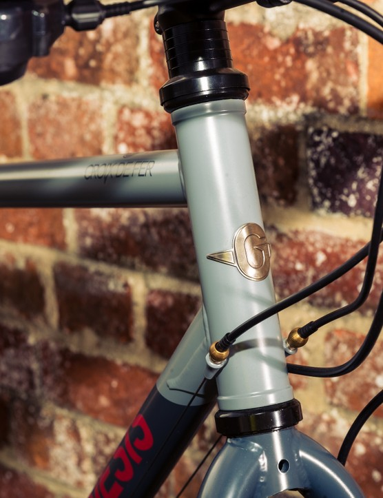 Genesis Croix de Fer 10 Flat Bar headtube badge