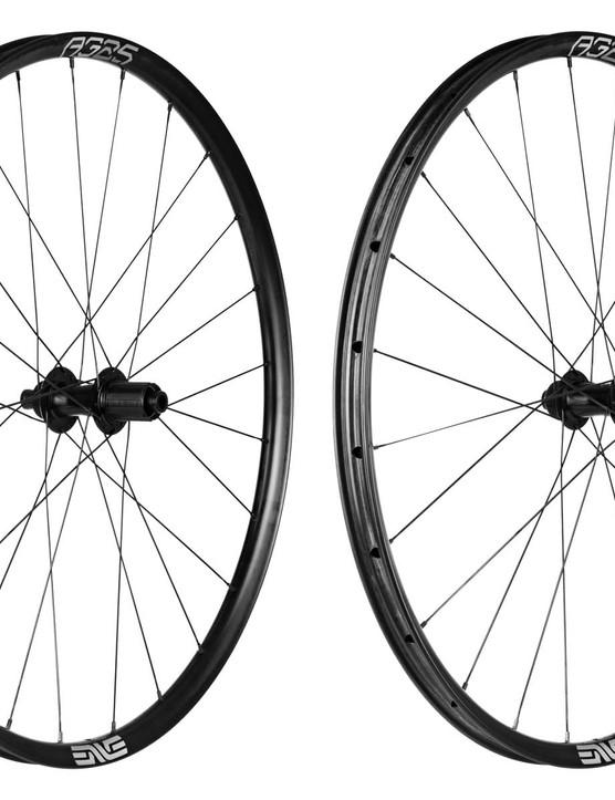 AG25 carbon wheelset