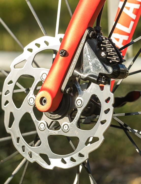 The Tifosi Scalare Disc road bike is equipped with Shimano 105 disc brakes