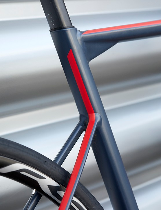 The BMC Teammachine ALR Disc Two frame has dropped seatstays