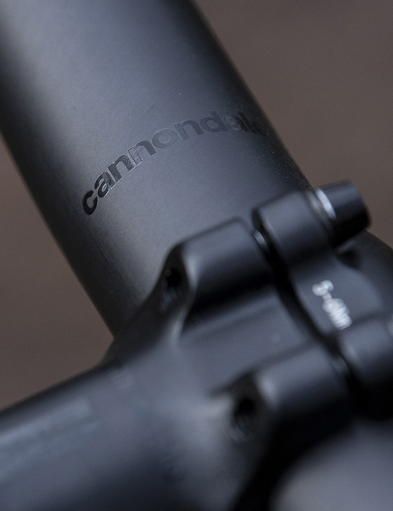 The Cannondale Scalpel SE LTD full suspension mountain bike has a carbon bar