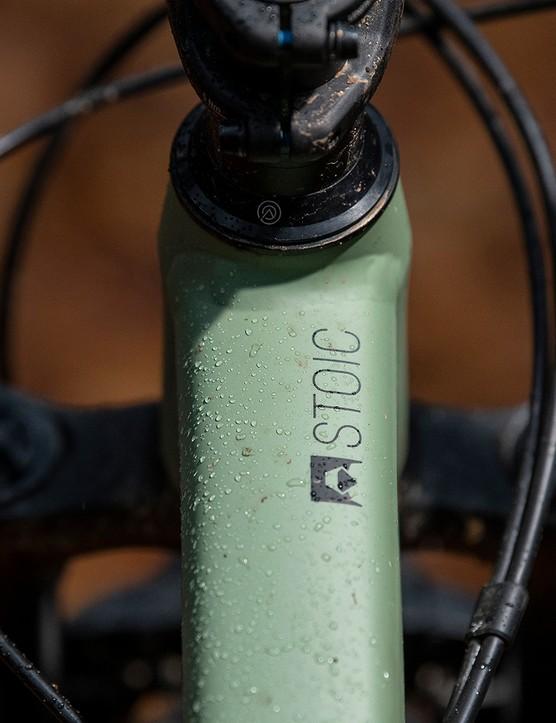 The Stoic logo on the toptube of the Canyon Stoic 4 hardtail mountain bike