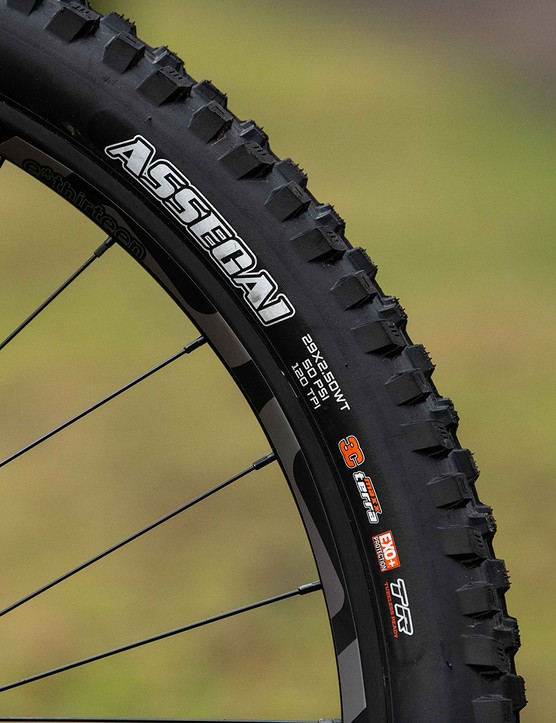 The Forbidden Dreadnought XT full suspension mountain bike comes with Maxxis tyres
