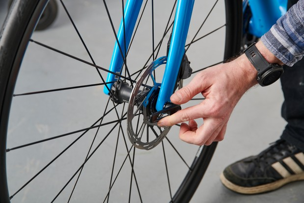How to assemble a bike, tightening thru-axle