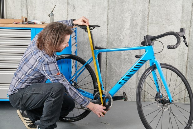 How to assemble a bike, setting saddle height with tape measure