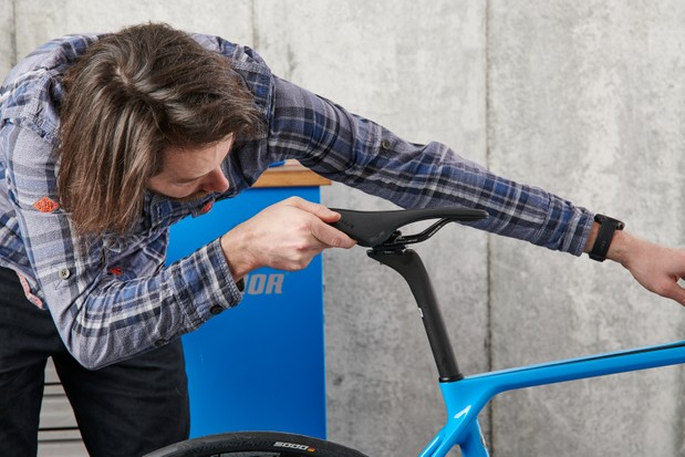 How to assemble a bike, checking saddle is straight