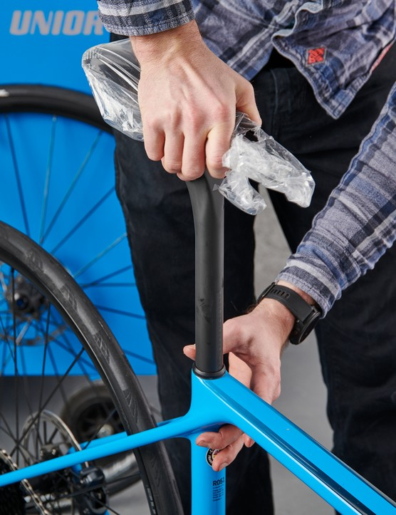 How to assemble a bike, inserting seatpost
