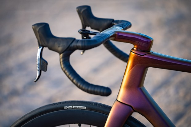 ENVE Custom bicycle handlebars SES AR cockpit