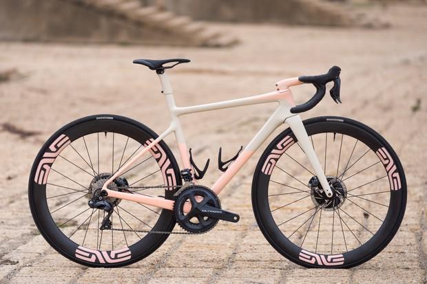 ENVE Custom road bike package shot