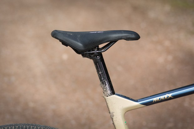 Aluminium seatpost and Selle Royal saddle