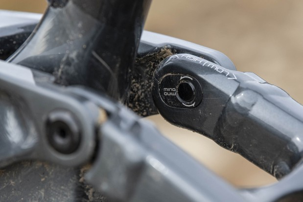 Mino Link allows you to switch between high and low settings on the Trek Slash 8 full suspension mountain bike