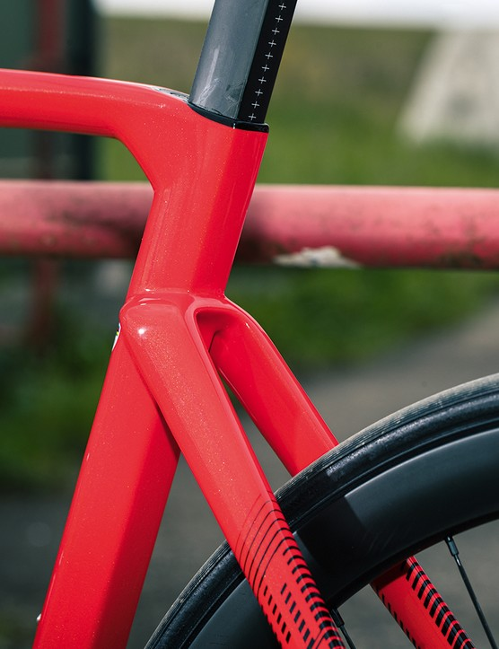 The Wilier Triestina Cento10 SL Ultegra Di2 has a rear tyre clearance of 30mm