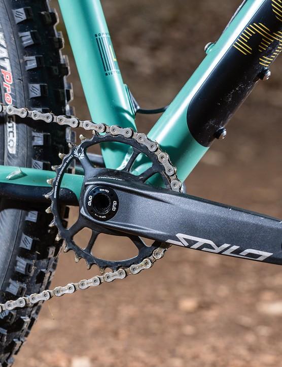 The Bombtrack Cale AL hardtail mountain bike has Truvative Stylo cranks
