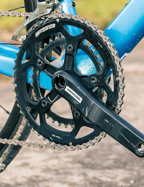 The Cannondale Supersix EVO 105 road bike is equipped with ts own Si One chainset in place of Shimano 105
