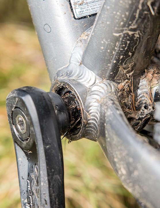 Cannondale Trail SE4 hardtail mountain bike has a Square-taper, sealed cartridge bottom bracket