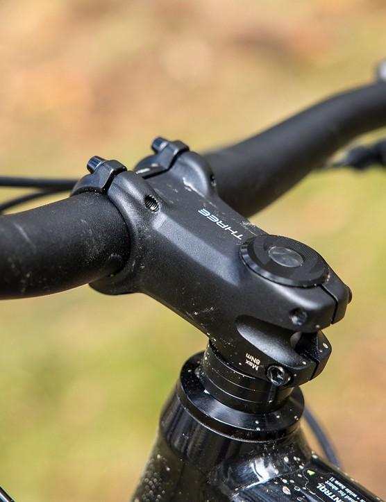 Cannondale Trail SE4 hardtail mountain bike has a FSA Alloy Riser bar