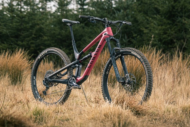 Angled pack shot of the Canyon Spectral 29 CF 7 full suspension mountain bike