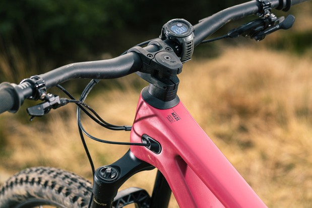 The Canyon Spectral 29 CF 7 full suspension mountain bike is equipped with a Canyon G5 cockpit