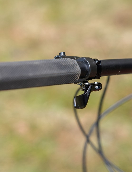 Carrera Fury hardtail mountain bike is equipped with Carrera dropper post with remote