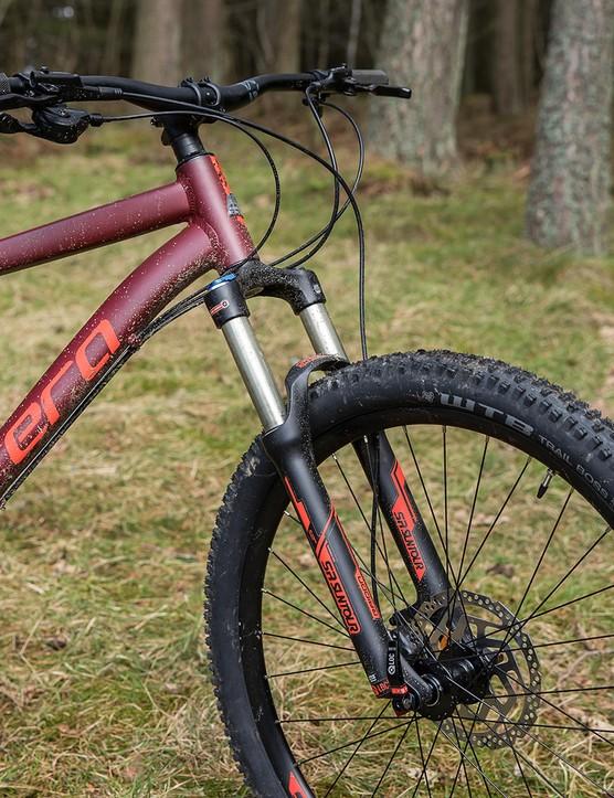 Carrera Fury hardtail mountain bike has a SR Suntour Raidon air fork